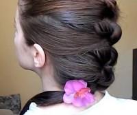 Женственная прическа на длинные волосы