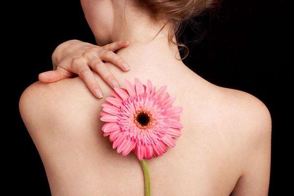 Прыщи на спине: причины появления и способы лечения