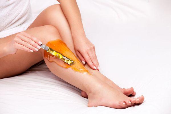сахарная депиляция ног