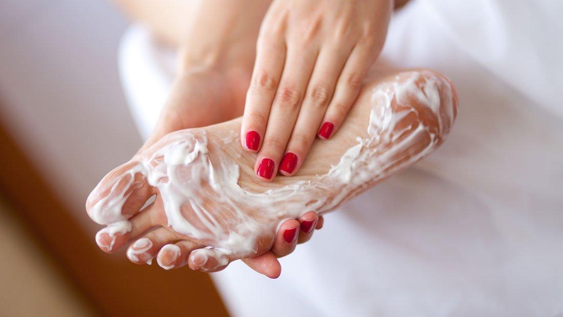 Грибок ногтей на ногах чем лечить и причины появления?