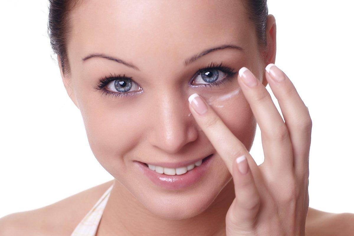 Как убрать морщины под глазами?
